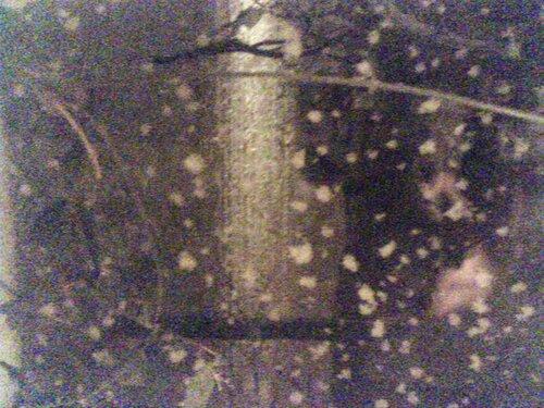 Ночной снег, снятый на мобилу через окно