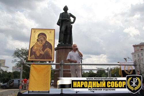Солуянов Александр Петрович, Герой Советского Союза, член правления Российской ассоциации Героев, человек, ставший прообразом для известной пестни группы «Любэ» «Батяня комбат»