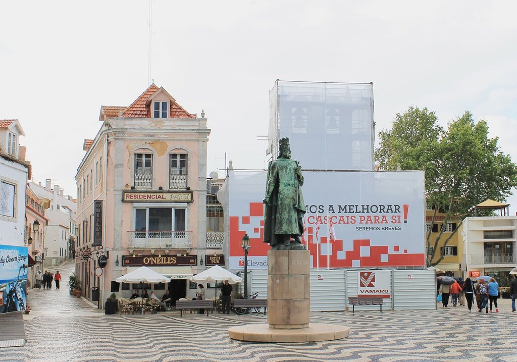 Кашкайш памятник королю Педру I. Pedro I «o Justiceiro» monument
