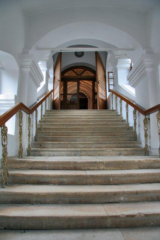 Дмитровский кремль, Вход в Успенский собор