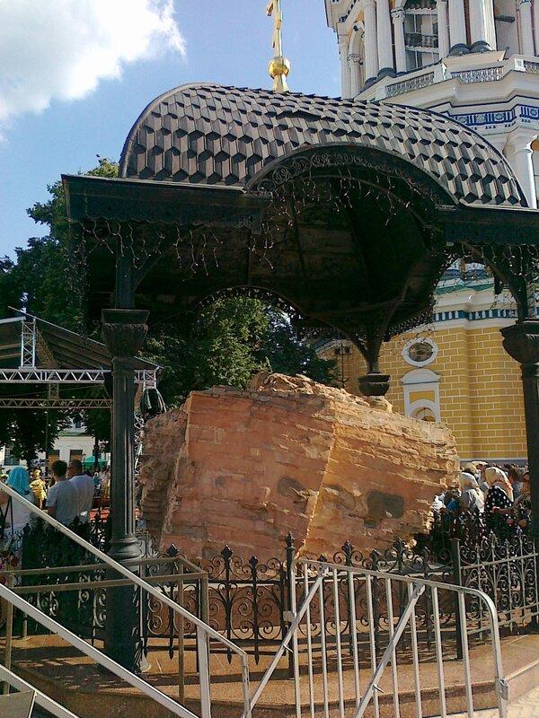Обломок Успенского собора на Соборной площади
