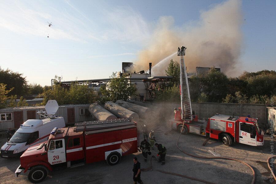 Тушение пожара на улице Шоссейной в Москве