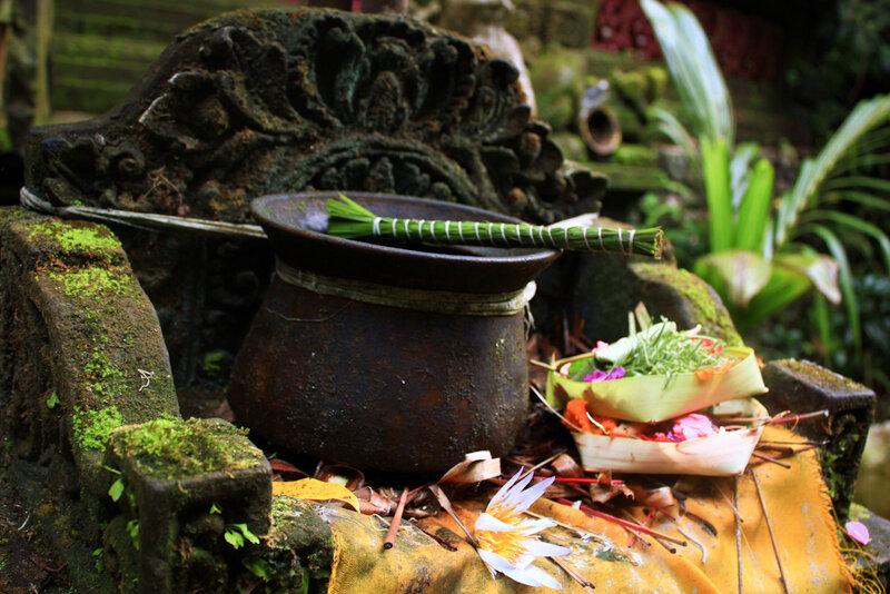 Jun Tandeg. A pot for holy water