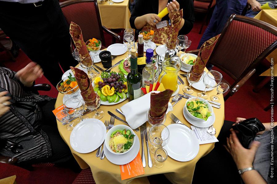 Праздничный ужин. Наш столик №17 на шестерых