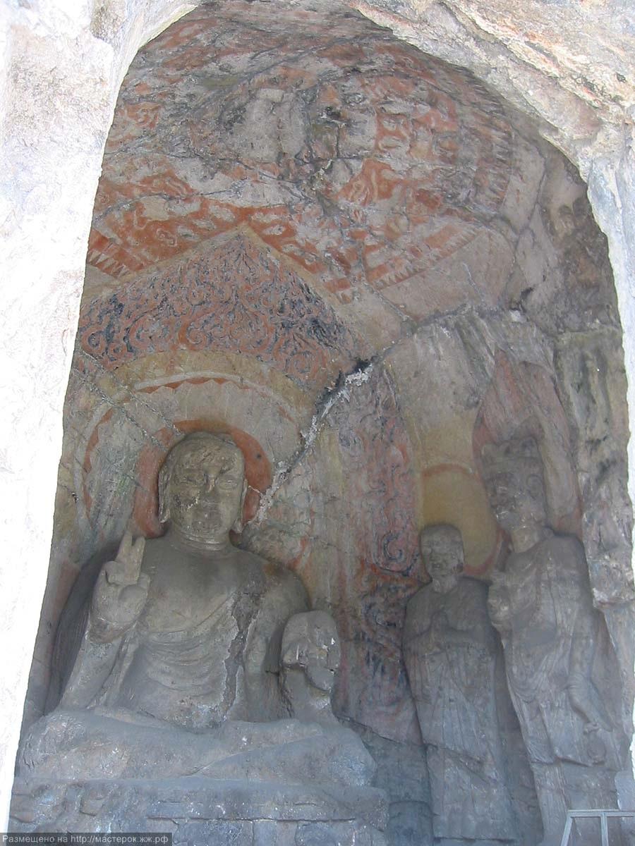 Roof and interior north wall, Binyang North Cave (Binyang Bei Dong; 104).