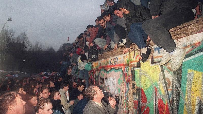 25 лет падения Берлинской стены. Уникальные исторические фотографии 0 1b49e9 de2d231e XL