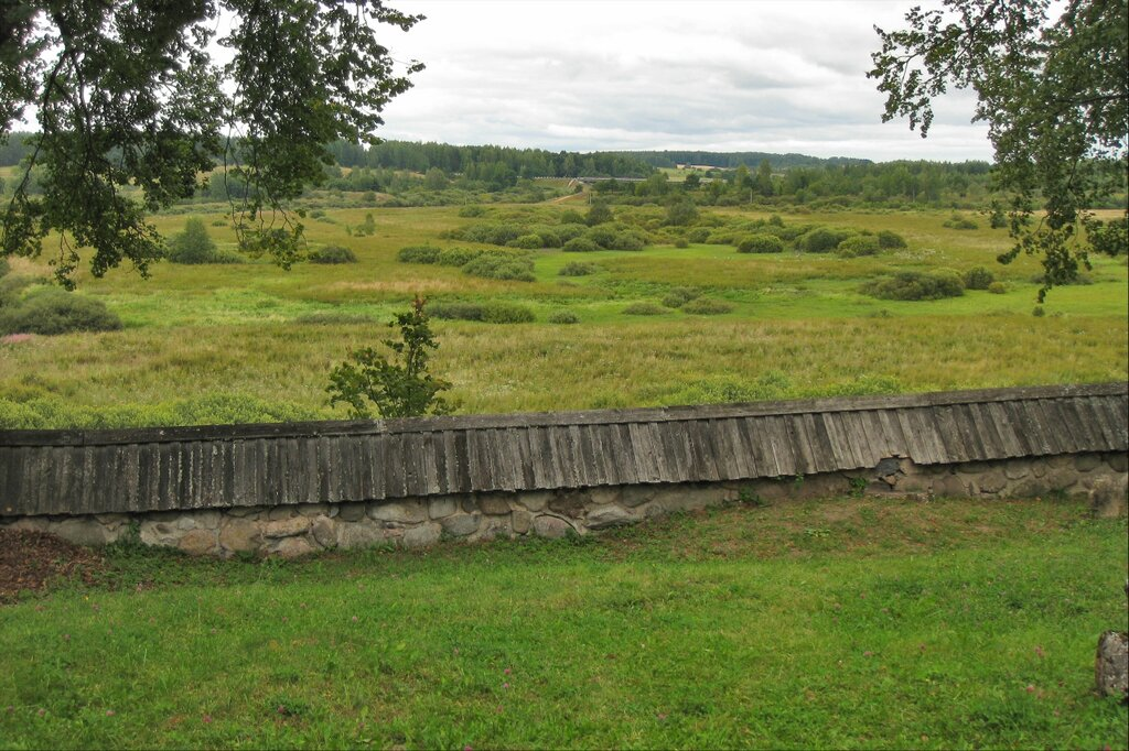 Вид со стороны храма на долину реки Сороть