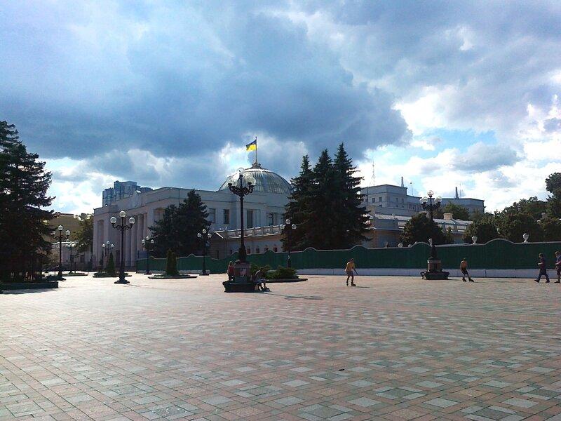 Верховная Рада и площадь Конституции