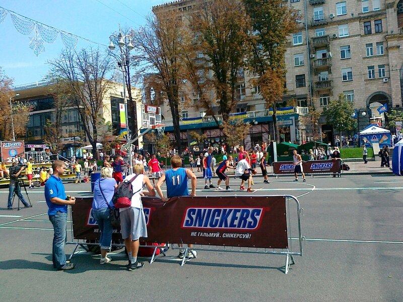 Спонсор чемпионата по стритболу - Сникерс