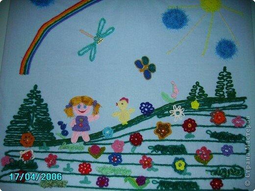 Совместное творчество взрослых и детей.  Дети вязали крючком цепочки из воздушных петель разной длины.