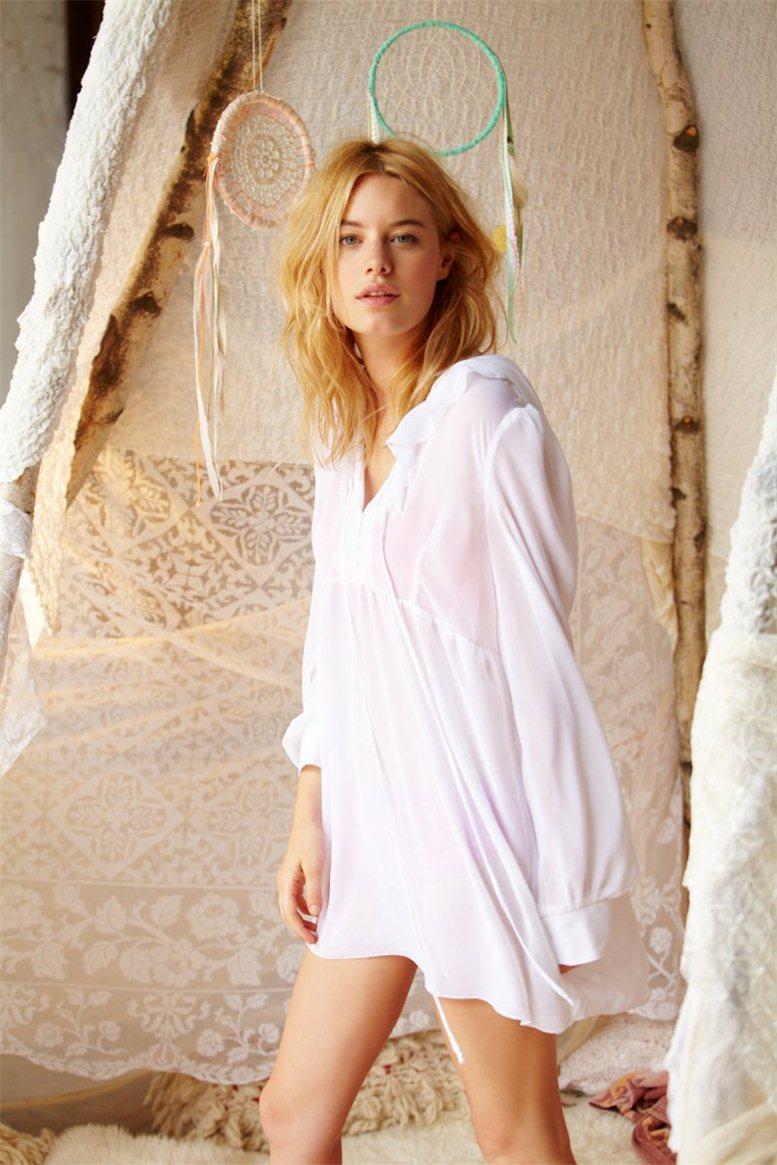 Camille Rowe / Камиль Роу в белье и домашней одежде Free People 2012 / фотограф Anthony Nocella