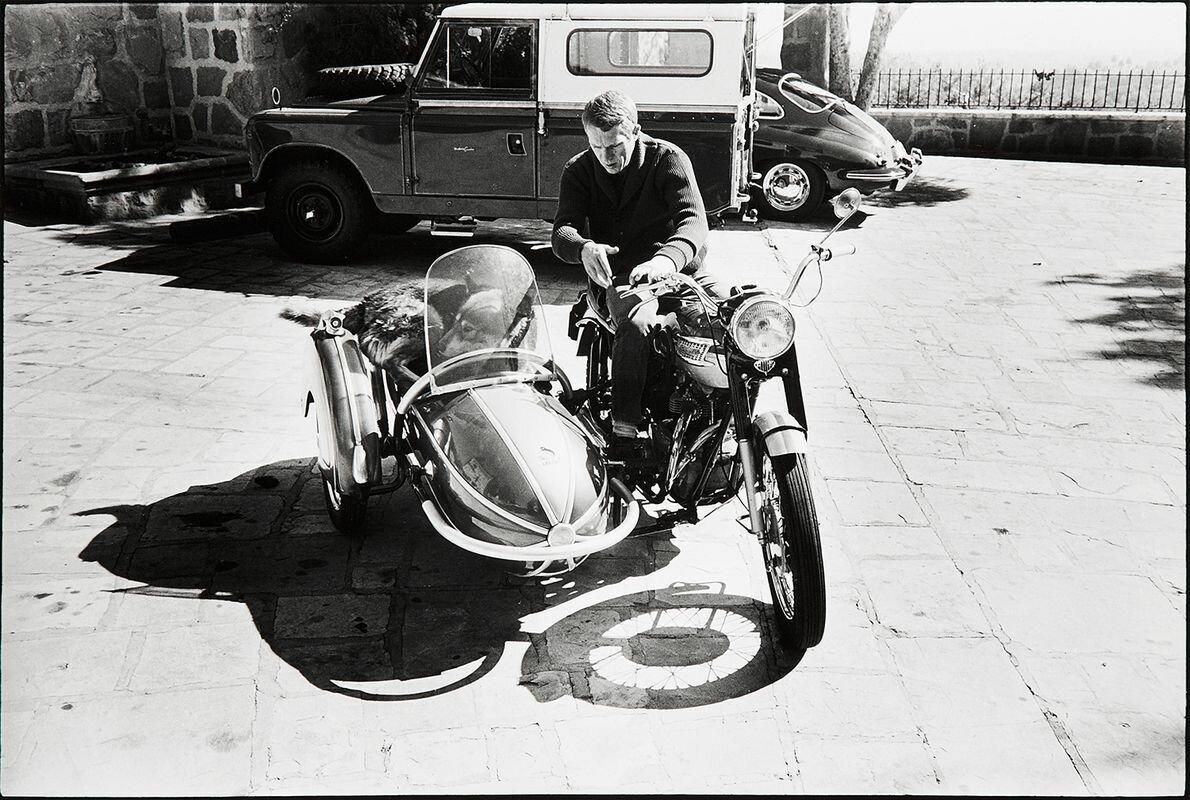 1960. Стив Маккуин на мотоцикле