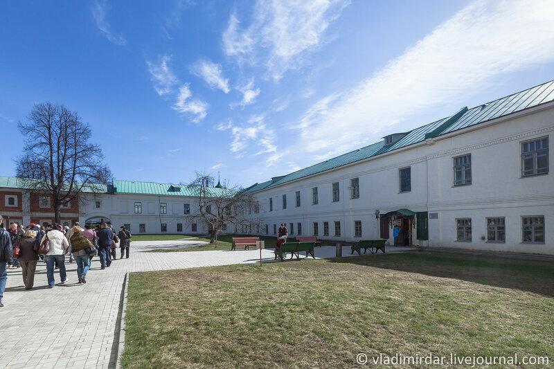 Семинарский и келейный корпуса. Спасо-Преображенский монастырь. Ярославль.