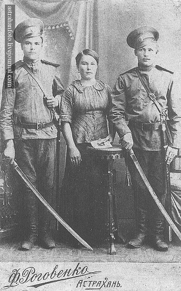 Семья казака Ф.М. Болдырева. 1910-е годы.