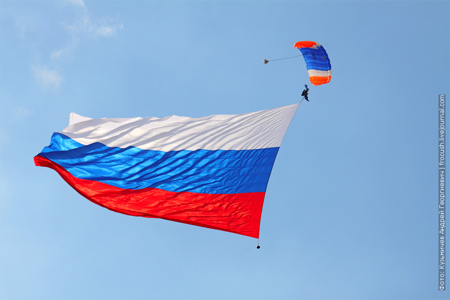 Флаг Российской Федерации 20х30 метров. 100 лет ВВС в Жуковском