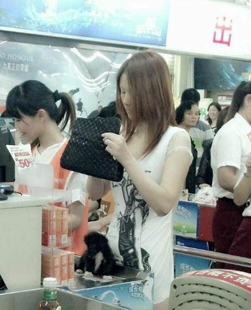 Легкое платьице китайское девушки