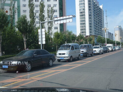 Audi 100 (Ауди 100) китайского производства, называется Red Flag (Красный флаг)