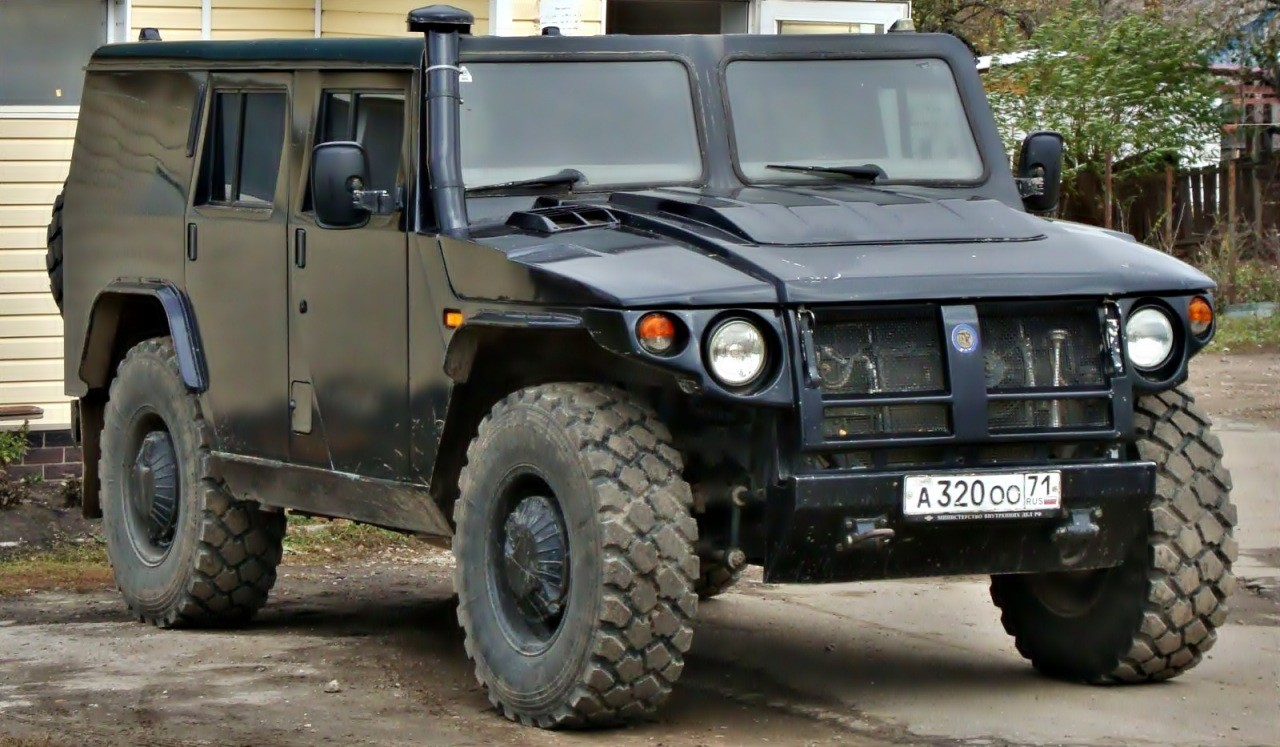 Небронированная гражданская версия многоцелевого армейского автомобиля повышенной проходимости. В 20