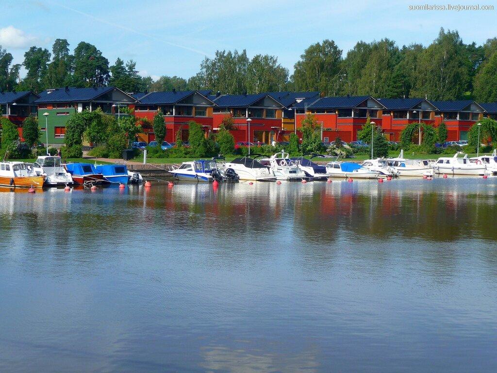 Красные домики набережнай реки Порвоо - визитная карточка города.