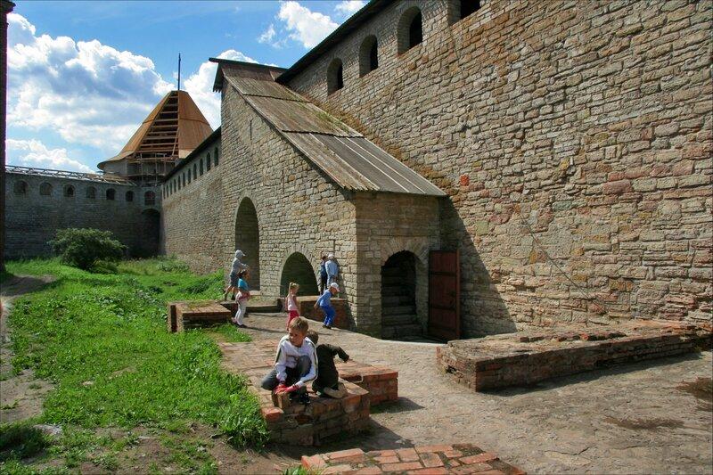 Крепость Орешек, Крепостная стена и Головина башня, Шлиссельбург