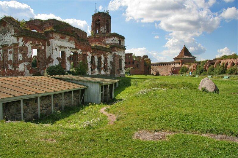 Крепость Орешек, Остатки новгородской стены близ Иоанновского собора