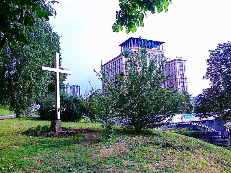Новый крест на месте спиленного FEMEN