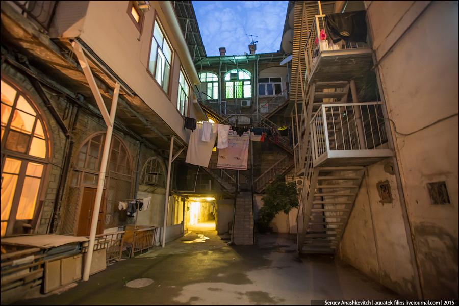 Улицы ночного Баку