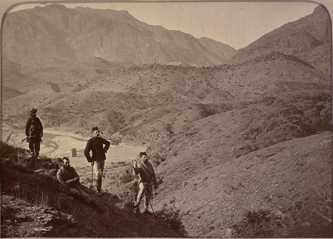 15. Генерал Эпплярд и его штабные офицеры в Хайберском проходе