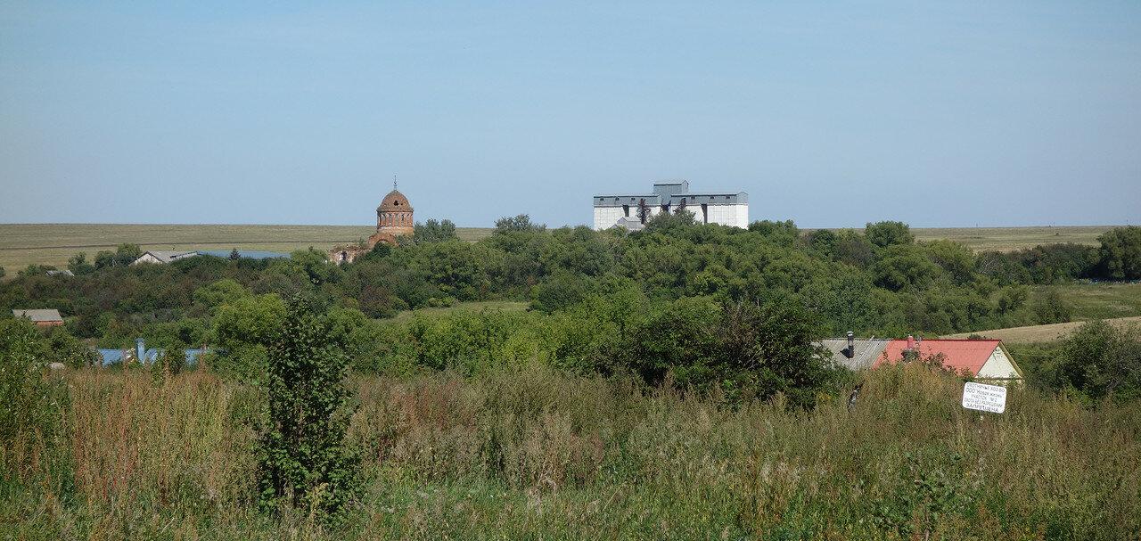 бывший храм и элеватор, село Ржаво