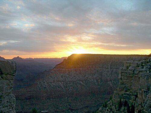 Закат в Гранд-каньоне.