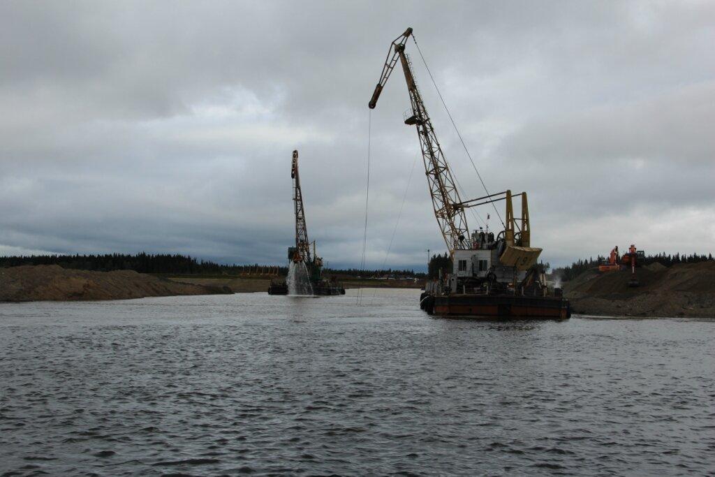 В рамках строительства газопровода Бованенково-Ухта газовики начинают прокладку трубы через реку Печора.