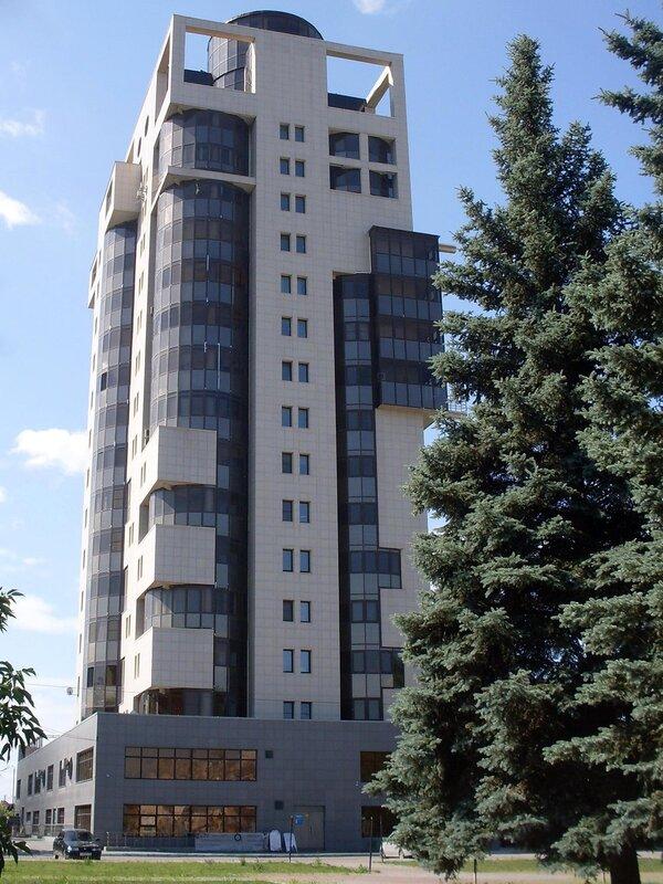 Высотка на Комсомольской площади