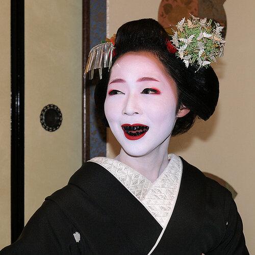 Японцы придумали зубную пасту которая заделывает дырки в зубах