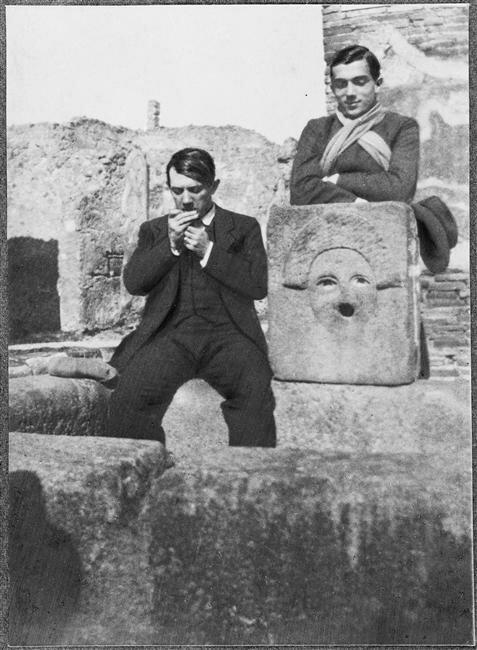 1. Дора Маар. Пикассо и Леонид Мясин в Помпеях. 1917.jpg