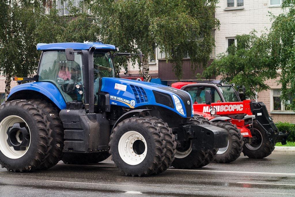 У нас и тракторы есть