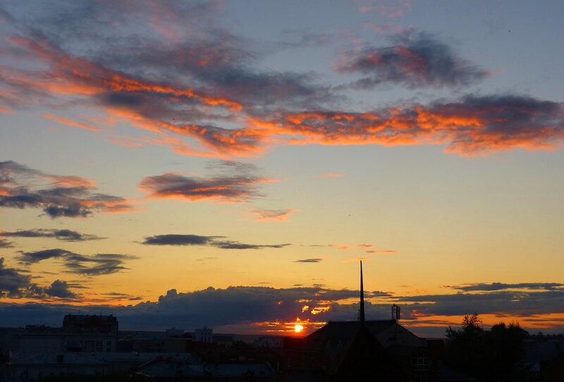 На старый Томск спускается закат