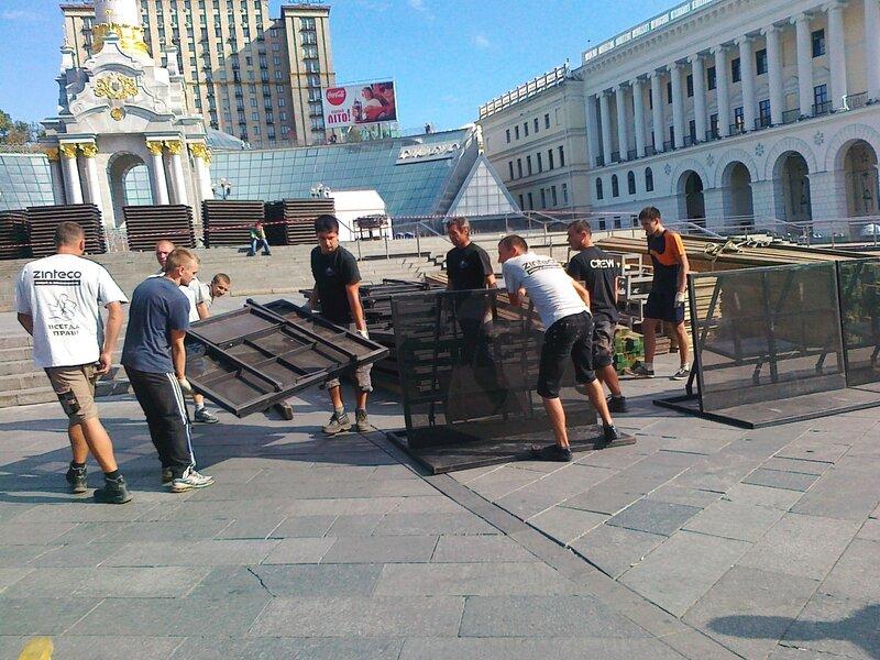Подготовка к Дню Незалежности на Майдане