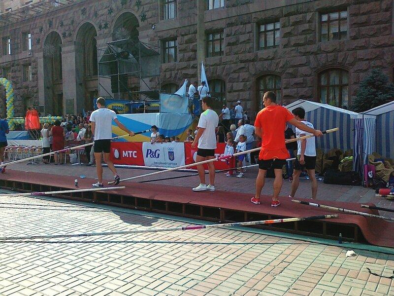 Спортсмены готовятся к прыжкам на Крещатике