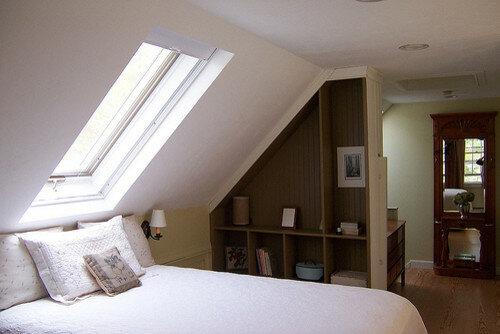 Скошенный потолок фото