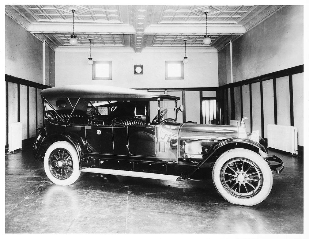 1921 President Harding Locomobile.jpg