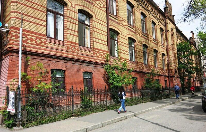 Газпромовская поликлиника в городе астрахань