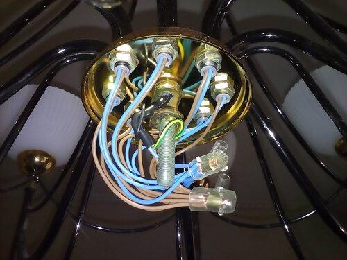 Вызов электрика аварийной службы в коммунальную квартиру из-за отказа диммера в комнате. Консультация по поводу электрических счётчиков