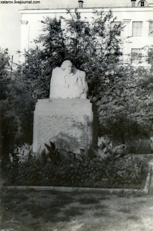 Памятник Чернышевскому.jpg