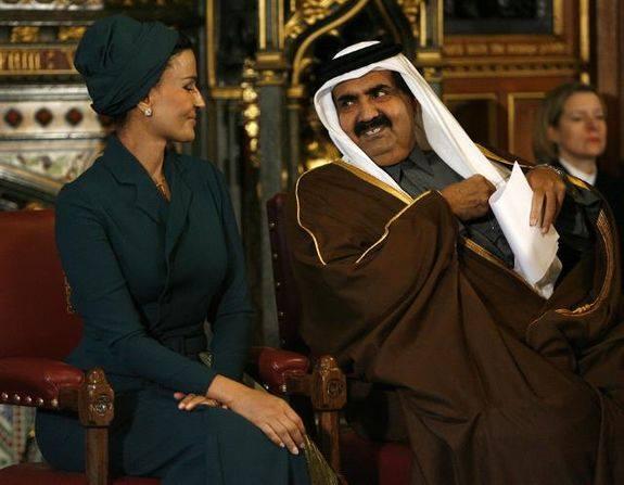 Моза сопровождала своего шейха во всех официальных поездках, требующих присутствия Первой леди<b