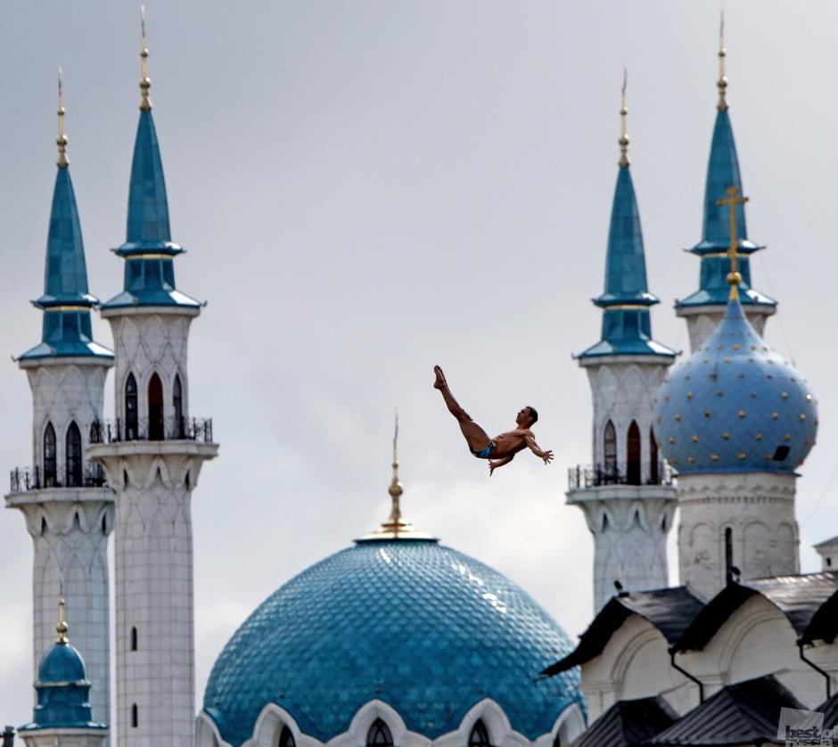 Финал соревнований по хай-дайвингу на ЧМ-2015 в Казани. Сергей Савостьянов.