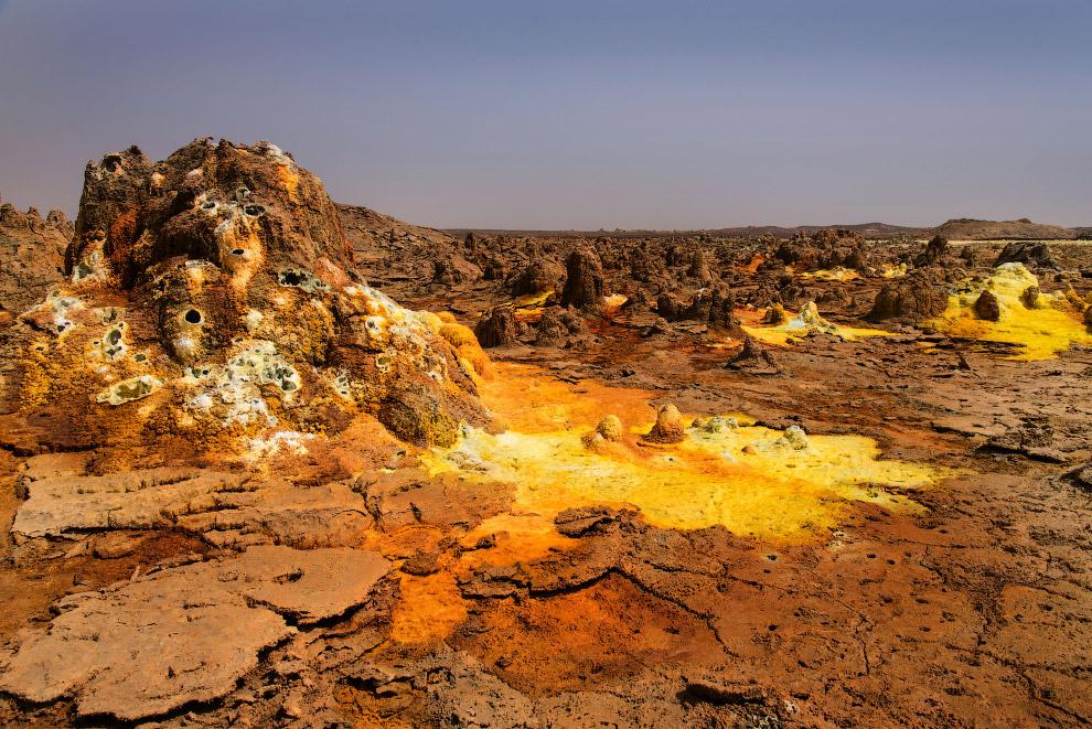 Вулкан Даллол — это вулканический кратер во впадине Данакиль, Эфиопия.