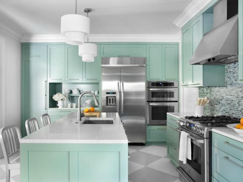 Дизайн кухни в светлых оттенках фото 1