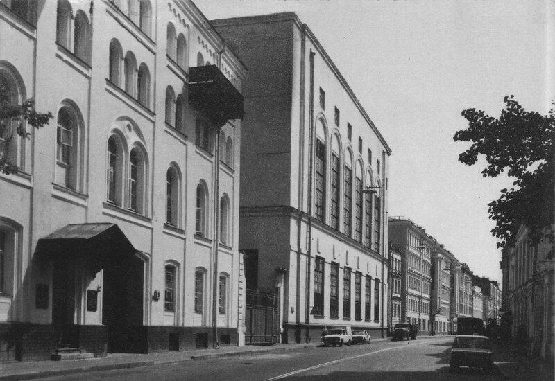 42077 Садовническая улица у дома №5 1980-е.jpg