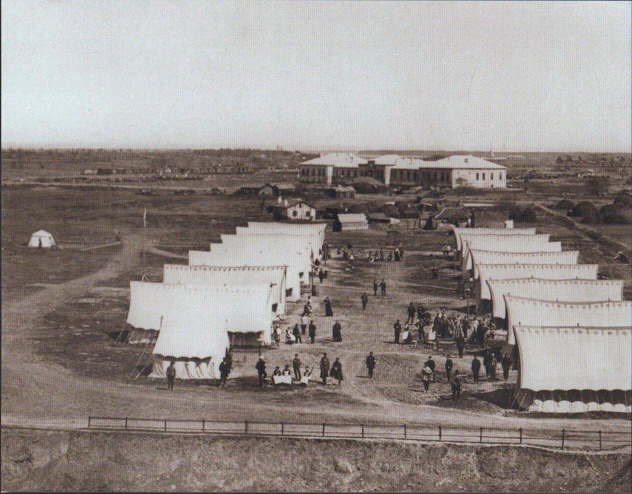 04. Вид на палатки, в которых размещены раненые русские солдаты