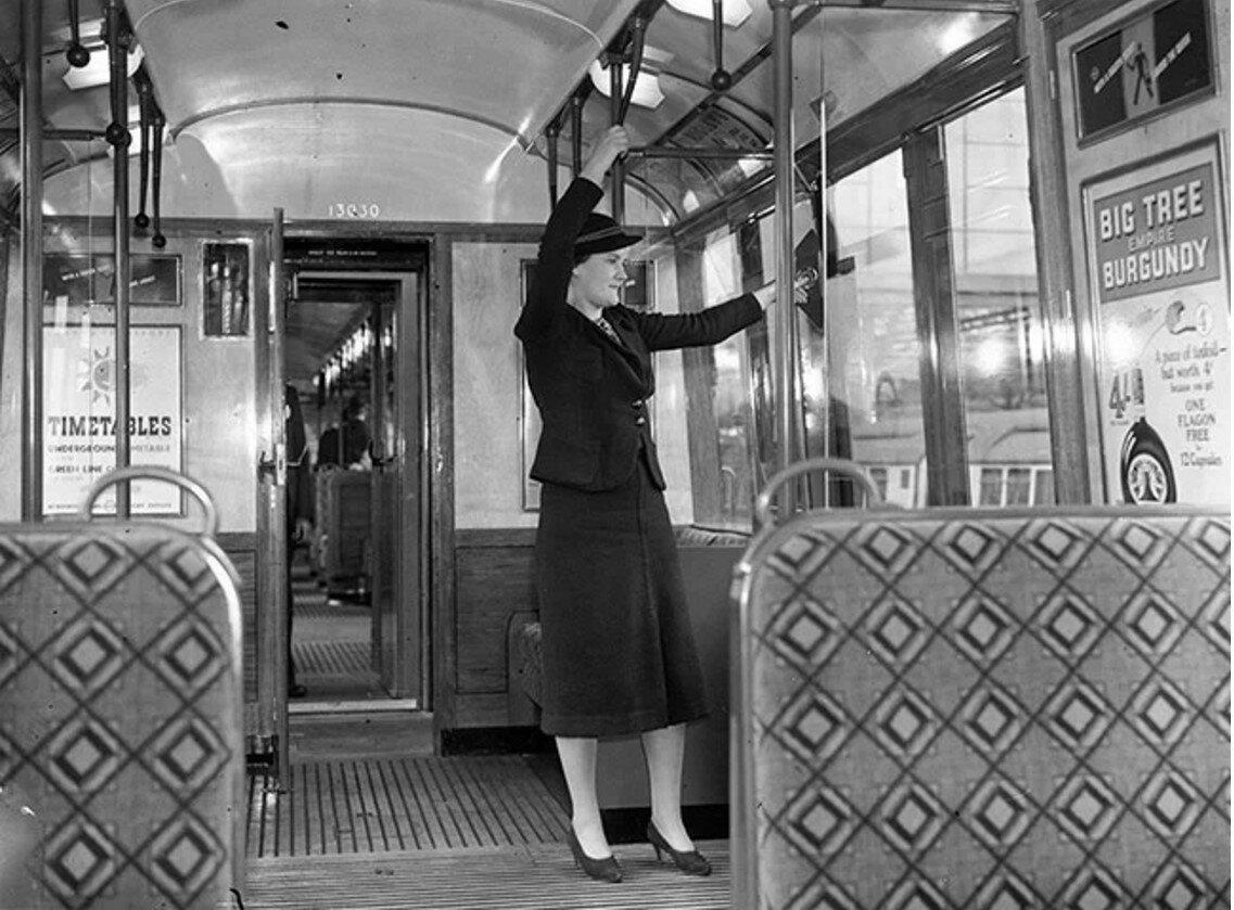 1937. Женщина в вагоне поезда  нового дизайна, август